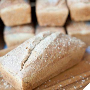 pan de espelta, sésamo y tahinii